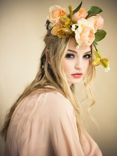 John Galliano dress crown of roses and lady slipper inspired by winged forest Crown Tumblr, Floral Headdress, Peach And Green, Mode Boho, Beauty Shoot, Foto Art, Crown Hairstyles, Flowers In Hair, Peach Flowers