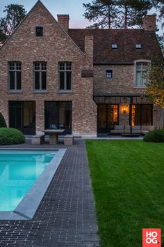 Tightly rural in the Kempen - HOOG.design - Exclusive living inspiration in the United Kingdom Asian House, Villa, Belgian Style, Modern City, Industrial House, Classic House, Home Look, Modern House Design, Dream Garden