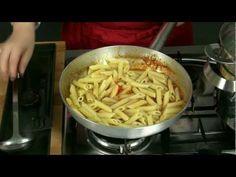 * Penne all'arrabbiata, la ricetta originale senza cipolla e con il pecorino