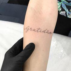 Gratidão ✨ . . . . #tguest #tattoo #jacktattoo #tattoo2me #galeriadorock #tatuagem #linework #inkedmag #girlswithtattoos #inspirationtatto #blacktattooart #photooftheday #tattoos #inkedmag #tattooartist #blackink #tattooed #tattoomagazine #instamood #linework #girls #fineline #inspirationsoftattoo #tatuagensnasfotos #tattoolove #equilattera #rose #rosa