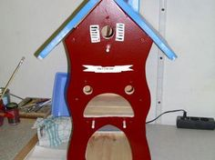 Colourful #birdhouse for a large bird family. http://www.1-2-do.com/de/projekt/Vogelhaus-fuer-die-Grossfamilie/bauanleitung/9666/