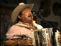 Una Pagina Mas - Pesado-Desde la Cantina  Lo dice bien esta cancion!  Tengo sangre Mexicana, pese a quien le pese!  #LaPuraNeta