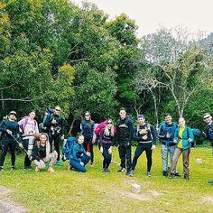 A galera que enfrentou chuva, lama, muito frio e o cansaço com um sorriso no rosto, e principalmente fizeram o fim de semana ser ainda mais incrível! 🙌  #aventure #aventureiros #amigos #friends #trekking #trilhas #mochileiros #adventure #aventuras #perfectday #picocaratuva #fazendapicodoparaná #picoparaná #iphone6s #vsco #instatravel #travel #viagem #trip #profissaoaventura #ecoturismo #lifestyle