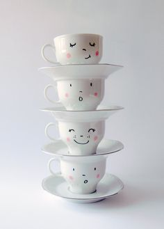DIY tea cups - paint by you Mehr Diy And Crafts, Arts And Crafts, Diy Mugs, Creation Deco, Diy Gifts, Tea Party, Tea Cups, Projects To Try, Craft Projects