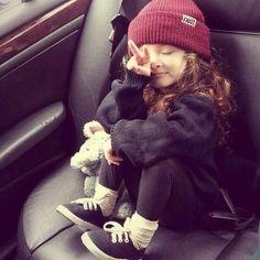 Vístela con ropa cómoda para la escuela.