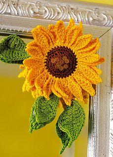 Crochet Sunflower pattern - free via the link at CoatsCrafts. Crochet Motifs, Crochet Flower Patterns, Crochet Stitches, Knitting Patterns, Pattern Flower, Hat Patterns, Applique Patterns, Vintage Patterns, Love Crochet