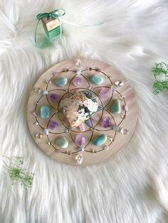 Crystal Magic, Crystal Grid, Crystal Healing, Crystals And Gemstones, Stones And Crystals, Black Crystals, Crystal Jewelry, Beaded Jewelry, Crystal Decor