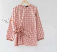New Ideas For Sewing Simple Top Style Kebaya Dress, Batik Kebaya, Blouse Batik, Batik Dress, Batik Fashion, Hijab Fashion, Sewing Clothes Women, Clothes For Women, Batik Muslim