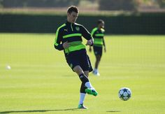 Laurent Koscielny Photos Photos - Arsenal Training Session & Press Conference - Zimbio