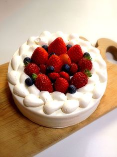 ひな祭りなのでケーキ作りました( ´ ▽ ` )ノひな祭りっぽい飾りを用意できなかったので普通のショートケーキになってしまった( ;´Д`) - 27件のもぐもぐ - 苺のショートケーキ by kani