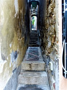 Vakre Sicilia – Roadtrip i 8 dager! Stair Ladder, Catania, Ladders, Christmas Lights, Road Trip, Stairs, Christmas Fairy Lights, Staircases, Stairway
