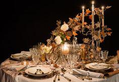 """Une table très nature """"Parenthèse d'Automne"""", cette table porte bien son nom. Habillée de bois, de feuilles séchées, de branchages divers, d'écorces et de teintes ambrées, elle évoque une féérie slave, un brin mystérieuse, digne d'un de contes de fées. Les explications deson créateur Philippe Model, qui a inventé cettetable très nature."""