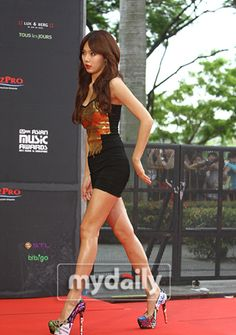 4minute Hyuna Brown Long Wavy Center Part
