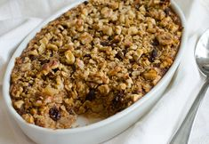 Amish-Style Baked Oatmeal with Apples, Raisins & Walnuts. Your whole family will love this easy baked oatmeal recipe. Perfect for Sunday brunch this fall! The Oatmeal, Amish Baked Oatmeal, Baked Apple Oatmeal, Oatmeal Recipes, Apple Recipes, Baked Oatmeal Casserole, Oatmeal Raisins, Apple Cinnamon, Strawberry Recipes
