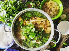 """Ngất ngây với 50 quán ăn ngon ở Đà Lạt nhất định phải ghé  ---------------------------------🌟🌟🌟-----------------------------------  🍁 Đà Lạt không chỉ hấp dẫn du khách bởi cảnh sắc thiên nhiên tuyệt đẹp, lãng mạn mà còn khiến bao người say lòng với nhiều món ăn ngon, độc đáo.  🍁 Dưới đây là """"Top"""" 50 quán ăn ngon ở Đà Lạt mà Viet Fun Travel muốn giới thiệu đến tất cả quý khách."""