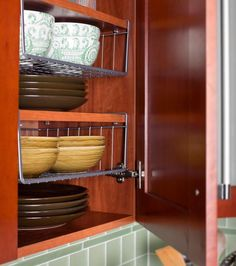 Ways to Squeeze a Little Extra Storage Out of a Small Kitchen Smart extra storage. Ways to Squeeze a Little Extra Storage Out of a Small Kitchen Small Kitchen Storage, Kitchen Pantry, Extra Storage, Kitchen Decor, Kitchen Small, Kitchen Ideas, Organized Kitchen, Camper Kitchen, Hidden Storage