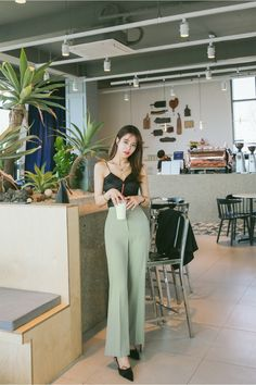Fashion Design Working and Fashion Trends Curvy. Korean Fashion Winter, Korean Fashion Dress, Korean Fashion Casual, Ulzzang Fashion, Korean Street Fashion, Korean Outfits, Asian Fashion, Fashion Dresses, Fashion Fall