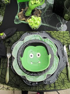Halloween table setting - this is really cute.  Unfortunately, we rarely have time on Halloween to sit and enjoy a good meal.