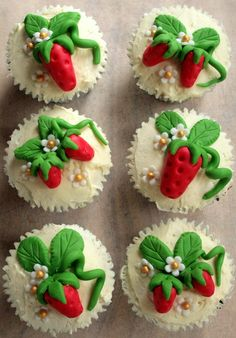Strawberry cupcakes - step by step tutorial