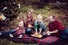 @Crystal Carter Photography  -- I would love a photo like this.  Family Christmas photo - Natalie broach photography