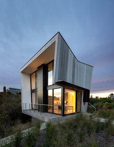 Bates Masi completes timber-clad Hamptons retreat beside the beach.