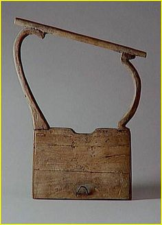 Music Egyptian lyre, A total of three different kinds of lyres have been discovered from ancient Egypt. They were categorized according to their sizes ranging from a thin lyre to a thick one and then the giant lyre. They were initially developed in Syria back in 2500 BC and made their way to Egypt by 1900 BC