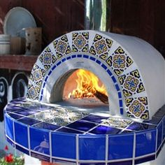 This pre-cast oven is the perfect solution for anyone who wants to install a genuine wood burning oven, but doesn't have the space necessary to construct a large brick pizza oven. As the newest member of our wood fired oven family , the Roma has only a 30 Wood Oven, Wood Fired Oven, Wood Fired Pizza, Build A Pizza Oven, Pizza Oven Kits, Outdoor Kitchen Bars, Pizza Oven Outdoor, Outdoor Kitchens, Barbecue Four A Pizza