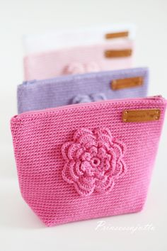 best ideas for crochet bag pattern free clutches coin purses Crochet Wallet, Crochet Coin Purse, Crochet Purses, Crochet Gifts, Cute Crochet, Crotchet Bags, Knitted Bags, Crochet Motifs, Crochet Patterns