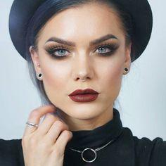 New look is up on my blog! Using @lhcosmetics infinity palette on face & eyes @limecrimemakeup velvetines in Salem on lips! 👉lindahallberg.com #fotd #makeup