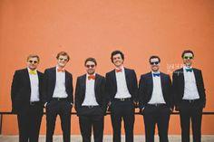 mariage basque en France - noeuds pap' assortis pour les messieurs © Ela and the poppies - La mariée aux pieds nus