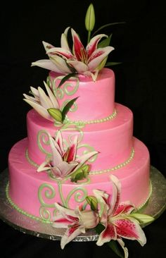 i love flowers on wedding cakes. aren't they just so romantic?