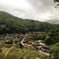 В Японских альпах еще лежит снег а в деревушке #Сиракава уже готовятся к заливу рисовых полей. #мидокоро #Япония