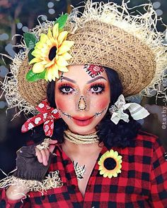 The best costume idea for Halloween scarecrow makeup. Keep reading for some of our favorite scarecrow-inspired looks and tutorials. Halloween Costumes Scarecrow, Scarecrow Makeup, Halloween Scarecrow, Halloween Tags, Halloween Movies, Cute Costumes, Halloween Looks, Scary Halloween, Halloween 2019