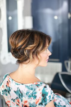 cute updo for short wavy hair - Lange Haare Short Wavy Hair, Short Wedding Hair, Cute Hairstyles For Short Hair, Wedding Hairstyles, Holiday Hairstyles, Teenage Hairstyles, Homecoming Hairstyles, Thin Hair, Short Hair Simple Updo