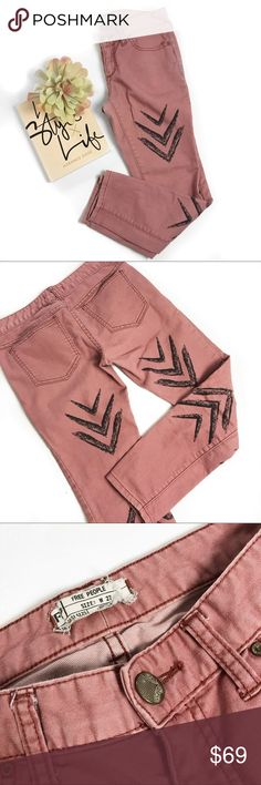 """Free people dotted ikat arrow cropped  jeans Super chic! No trades. All photos are my own of the actual Item except the last. All prices are flexible, send me an offer! 25"""" inseam Free People Jeans Skinny"""