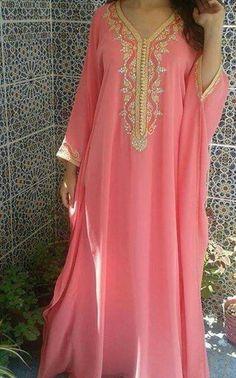 Jalabi A / Robe - Ultimative Kollektionen von Kleidern Kaftan Designs, Kaftan Abaya, Caftan Dress, Kaftans, Abaya Fashion, Fashion Outfits, Caftan Gallery, Arabic Dress, Mode Abaya