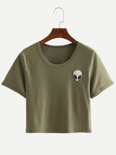 Shop Alien Print Crop T-shirt - Olive Green online. SheIn offers Alien Print Crop T-shirt - Olive Green & more to fit your fashionable needs. T-shirt Crop, Crop Top Und Shorts, Crop Shirt, Olive Green T Shirt, Olive Shirt, Crop Top Et Short, Short Tops, Cropped Tops, Beau T-shirt