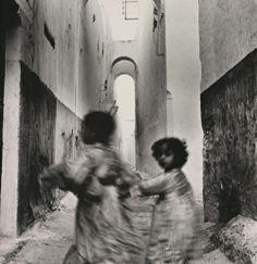 :Irving Penn, Moroccan Running Children, Rabat, 1951