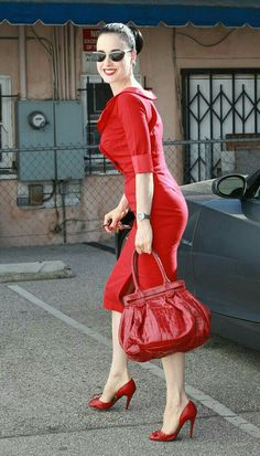 Dita Von Teese Patent Leather Tote - Dita Von Teese went all red out in Hollywood, completing her look with this patent croc tote. Vogue, Burlesque, Dita Von Teese Style, Dita Von Tease, Old Hollywood Glamour, West Hollywood, Mode Vintage, Up Girl, Lady In Red