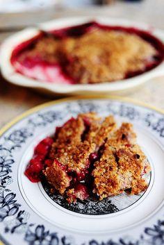Raspberry Crisp Recipe - The Pioneer Woman Raspberry Crisp, Raspberry Cobbler, Black Raspberry Recipes, Blackberry Dessert, Raspberry Fruit, Delicious Desserts, Dessert Recipes, Yummy Food, Yummy Snacks