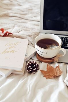 Fashion Inspiration Book Coffee Tables Ideas For 2019 Cozy Aesthetic, Autumn Aesthetic, Aesthetic Vintage, Flat Lay Photography, Coffee Photography, Autumn Flatlay, Foto Casual, Coffee And Books, Autumn Inspiration