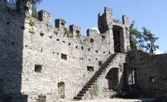 Castles at #lakecomo: a visit at the Castle of Vezio