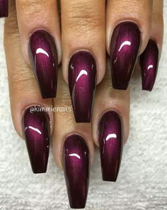 The advantage of the gel is that it allows you to enjoy your French manicure for a long time. There are four different ways to make a French manicure on gel nails. Fabulous Nails, Gorgeous Nails, Stylish Nails, Trendy Nails, Hot Nails, Hair And Nails, Nail Deco, Burgundy Nails, Burgundy Wine