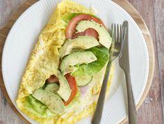 Æggepandekage med parmaskinke - opskrift   Madling.dk Avocado Toast, Healthy Lifestyle, Healthy Recipes, Healthy Food, Low Carb, Eggs, Treats, Snacks, Breakfast