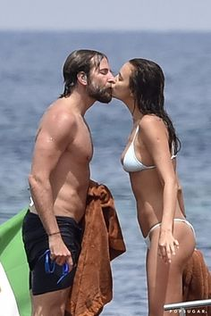 Bradley Cooper & Irina Shayk Share a Kiss on Italy Vacation!: Photo Bradley Cooper and Irina Shayk share a kiss while spending the day on a yacht on Saturday (July in the Maddalena archipelago in Italy. Celebrity Look, Celebrity Couples, Bradley Cooper Irina, Shirtless Hunks, Suki Waterhouse, Just Jared Jr, Shady Lady, Old Shows, Irina Shayk