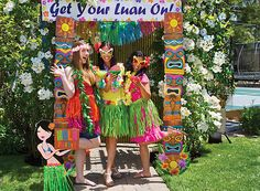 Capture Hawaiian-style memories with these island-inspired ideas for party pics