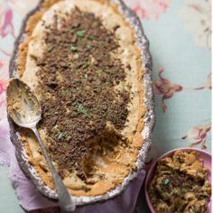 You'll love this easy peppermint crisp tart! Pepermint Crisp Tart, Peppermint Crisp, Cream Pie Recipes, Tart Recipes, Vegan Recipes, South African Desserts, Juicer Recipes, Dessert Cake Recipes, Crisp Recipe
