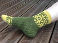 Medaljonki kirjoneulesukat sivukuva Socks, Patterns, Ideas, Knitting Socks, Block Prints, Sock, Stockings, Thoughts, Ankle Socks