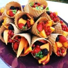 Barquillos con Coctel de Frutas