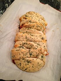 What Vegan Kids Eat: VEGAN Baked Spaghetti Braid Bread Ty loves spaghetti sandwiches! Vegan Spaghetti, Baked Spaghetti, Spaghetti Bread, Zucchini Spaghetti, Vegan Pasta, Vegan Apps, Vegan Foods, Vegan Meals, Braided Bread